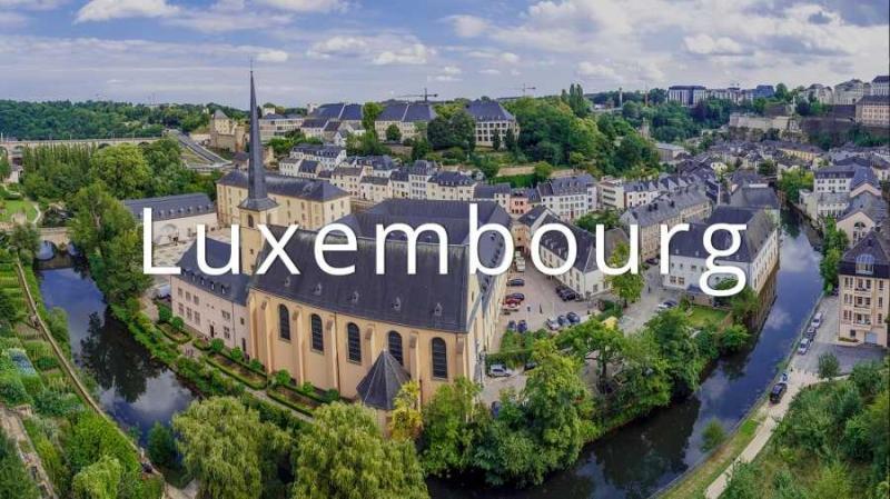 GDP/người/năm của Luxembourg là 107.476 USD