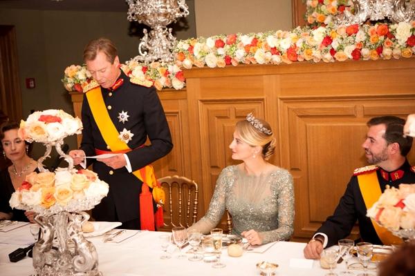 Đại Công tước Luxembourg Henri phát biểu mừng đám cưới của con.
