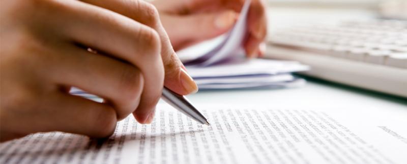 Luyện viết thường xuyên là một trong những cách giúp bạn học tốt môn Văn