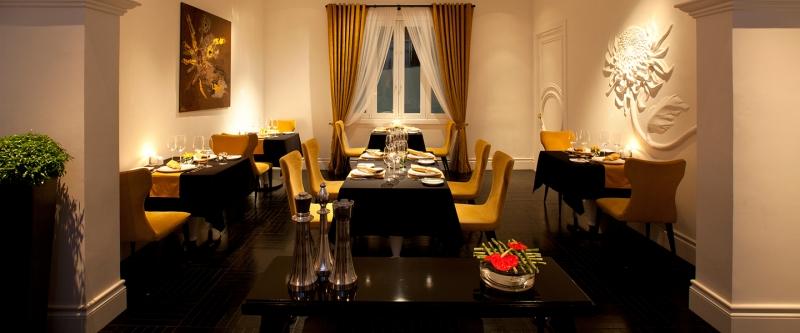 Không gian nhà hàng rất sang trọng với nội thất cổ điển