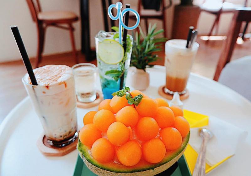 LyLy Coffee là một quán bánh trà xinh đẹp ở giữa lòng thành phố Cần Thơ, thu hút đông đảo thực khách đến check in.