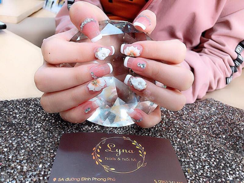Lyna nail
