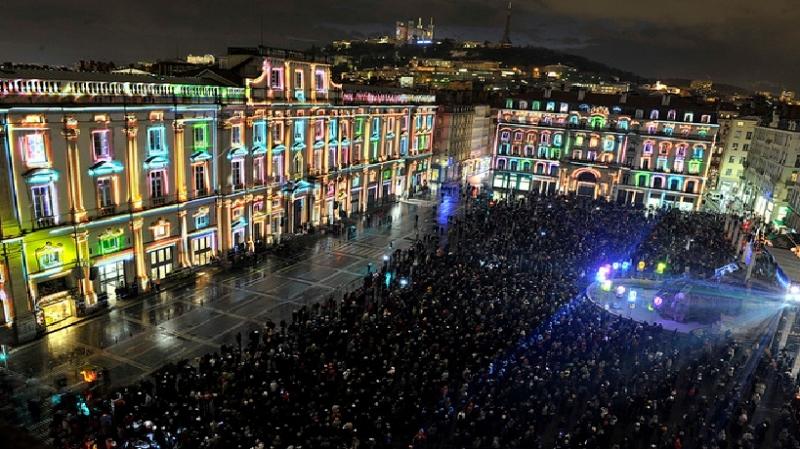 Quảng trường Terraux trong đêm hội