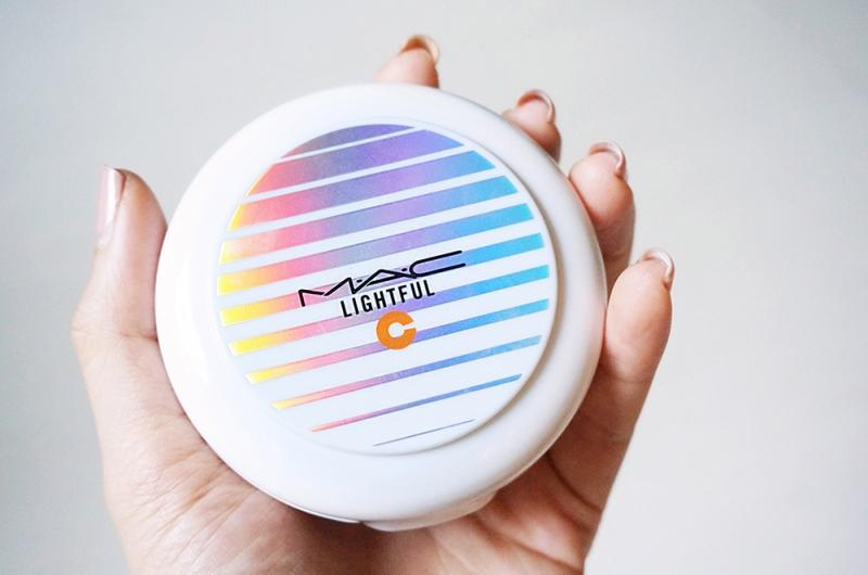 MAC Lightful C Quick Finish Compact cực kỳ phù hợp với làn da dầu
