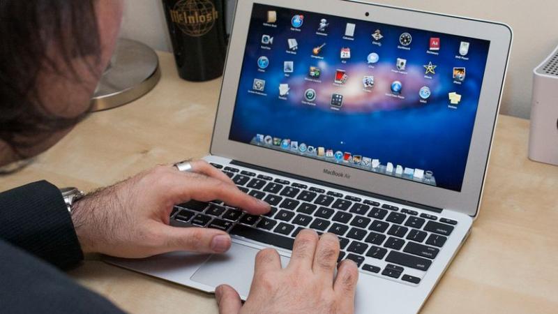 Macbook Air 11,6 inch – Giá: 10 triệu