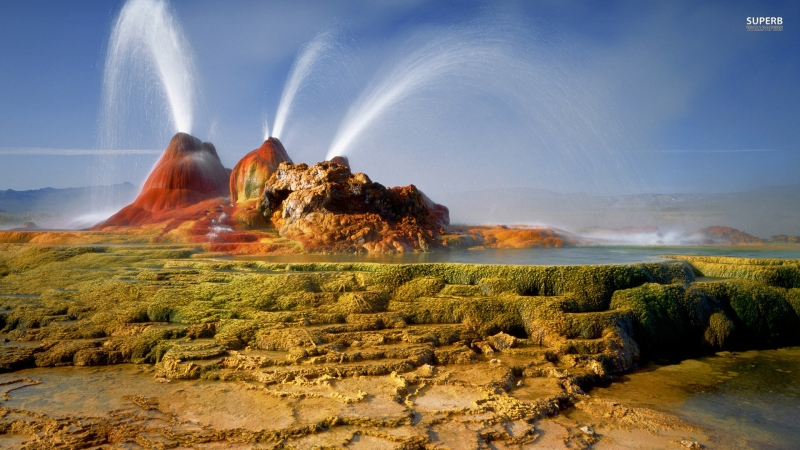 Fly Geyser giống như một địa điểm ngoài hành tinh với những mạch nước phun sặc sỡ.