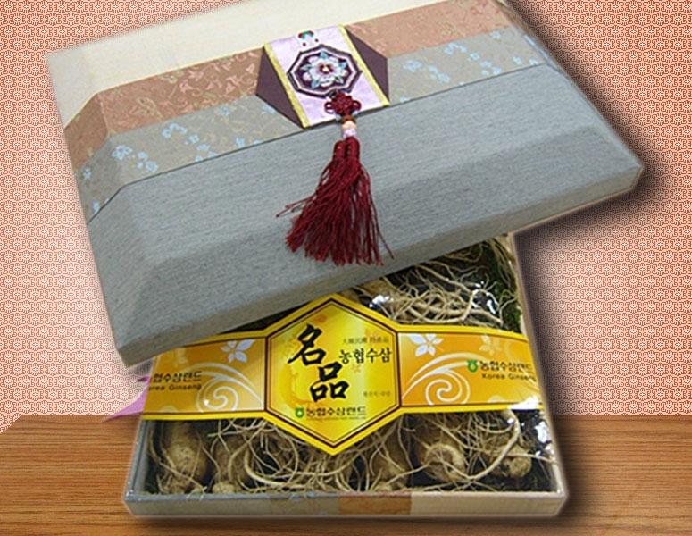 Nhân sâm tươi 5 củ/kg có giá khoảng 4.000.000 đồng tại made in Korea