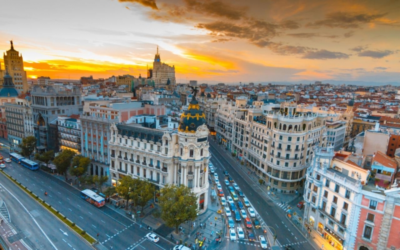 Madrid là thủ đô và là thành phố lớn nhất của Tây Ban Nha