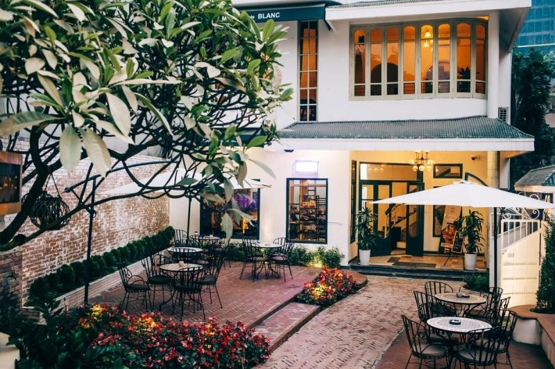 Maison De Blanc - Bakery & Dessert Cafe