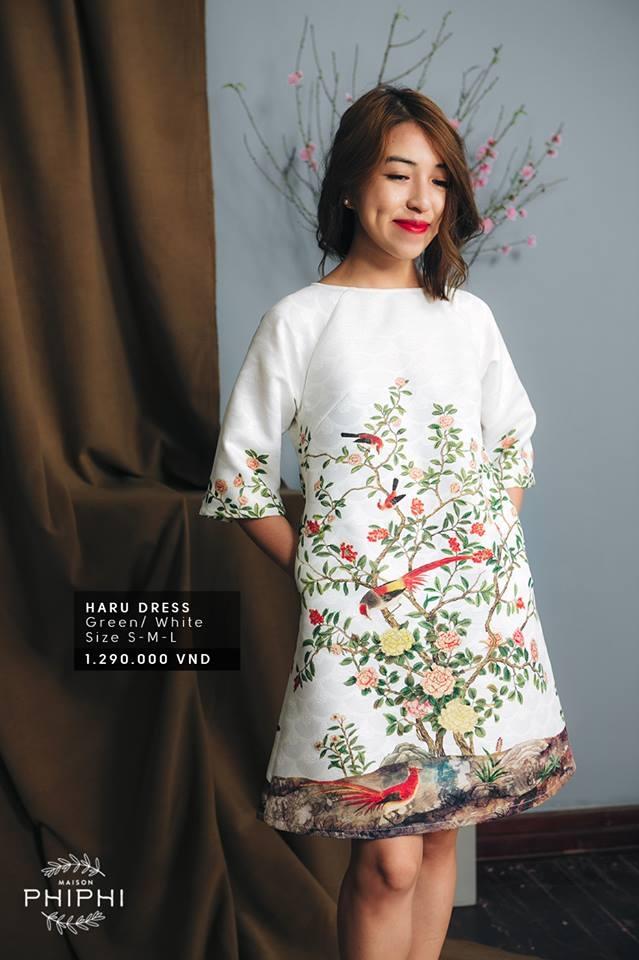 Nhà văn Phan Ý Yên diện trang phục của Maison Phi Phi ( nguồn facebook Maison Phi Phi)