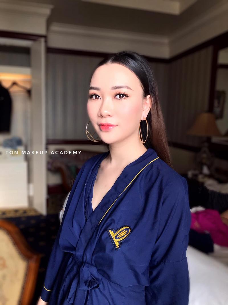Makeup Baton