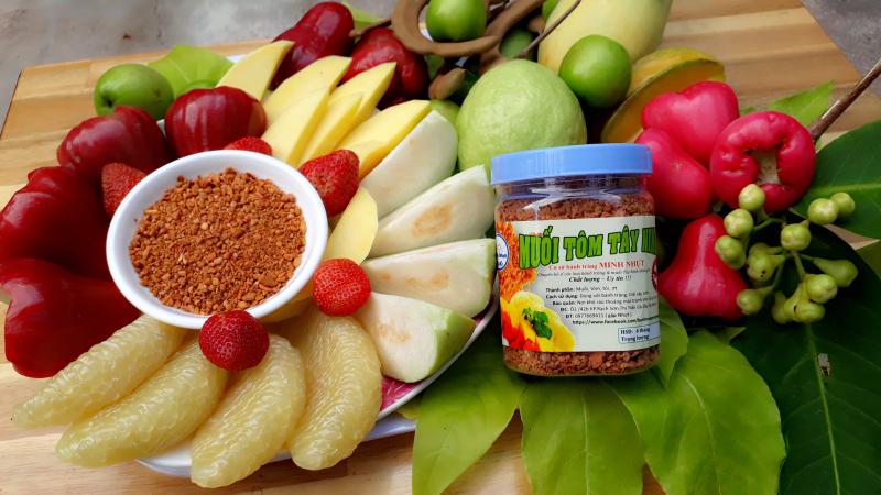 Muối tôm Tây Ninh dùng để chấm trái cây tươi