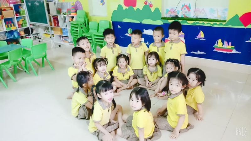 Trường sở hữu không gian thoáng đãng, sạch sẽ, các cô lao công lau dọn liên tục, đảm bảo môi trường học tập an toàn nhất cho bé.