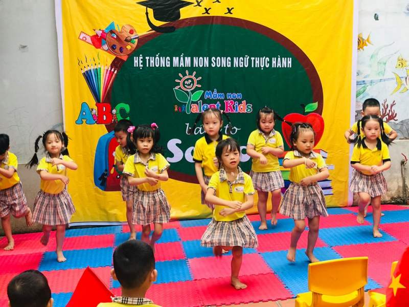Trường mầm non Song Ngữ Thực Hành Talent Kids  là một trong những trường mầm non áp dụng chọn lọc các phương pháp  giảng dạy hiện đại, tiến tiến nhất của Việt Nam và Quốc  tế