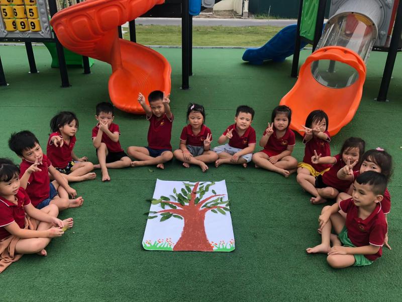 Các hoạt động ở lớp diễn ra vô cùng vui vẻ, vừa chơi vừa học nhờ vậy con không bị chán.