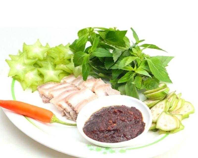 Mắm ruốc được xem là món ăn truyền thống lâu đời của người dân xứ Huế.