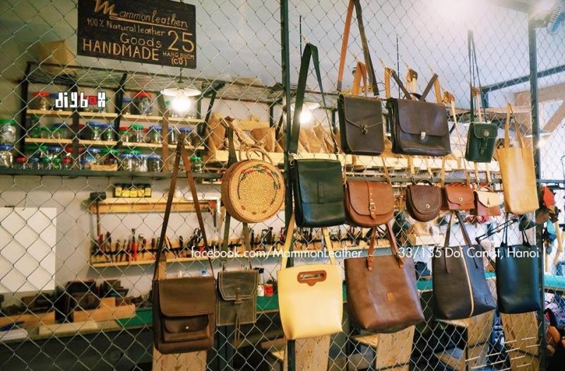 Gian trưng bày một số mẫu túi handmade của Mammon