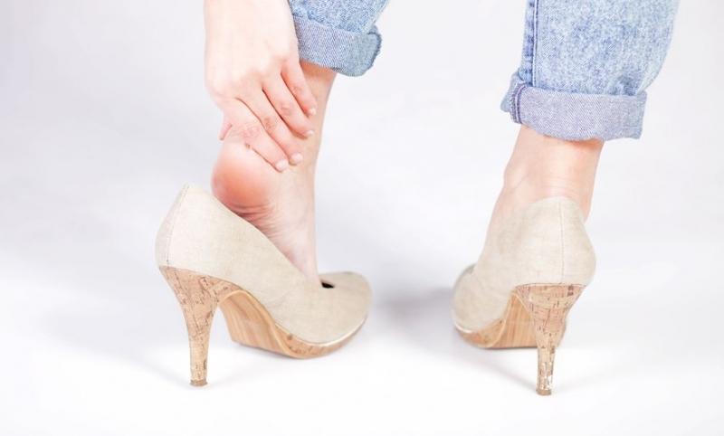 Mang giày cao gót trong thời gian dài