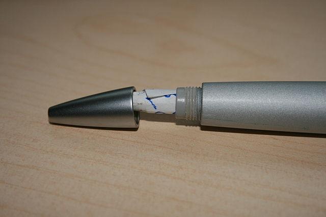 Phao giấu trong bút máy. (Nguồn: wikipedia tiếng việt )