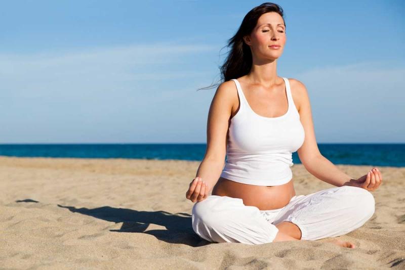 Trong quá trình mang thai mẹ bầu nên tập tể dục, thư giãn đầu óc cho hợp lí
