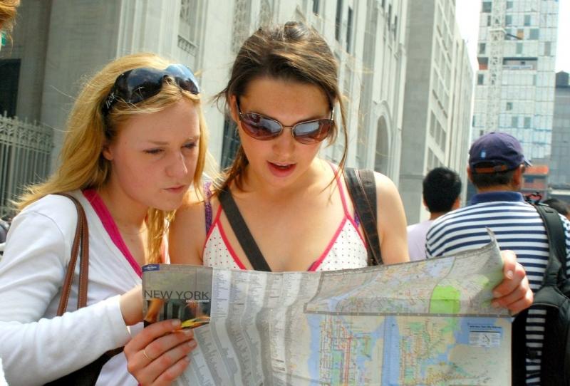 Mang theo bản đồ bằng ngôn ngữ địa phương