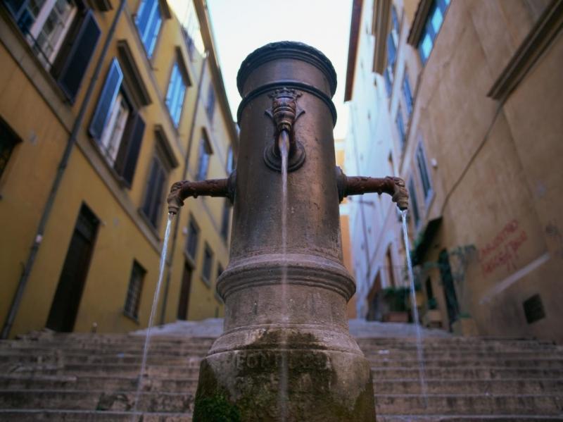 Vòi nước công cộng sẽ giúp bạn tiết kiệm nhiều ở những nước có giá nước sạch rất đắt
