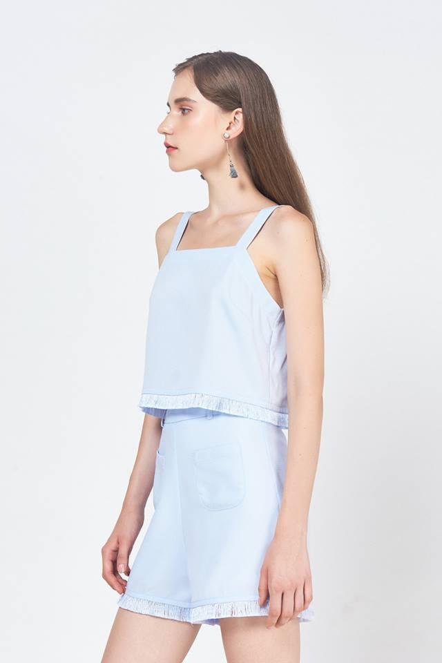 Sản phẩm tai shop nhiều vô kể, chiếm phần lớn là các mẫu váy ngắn, dài dành cho các buổi tiệc thân mật.