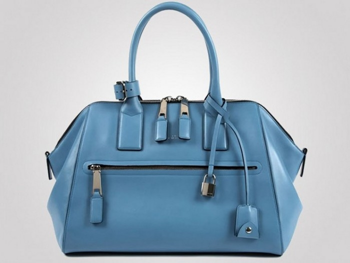Chiếc túi xách thuộc thương hiệu Marc Jacobs