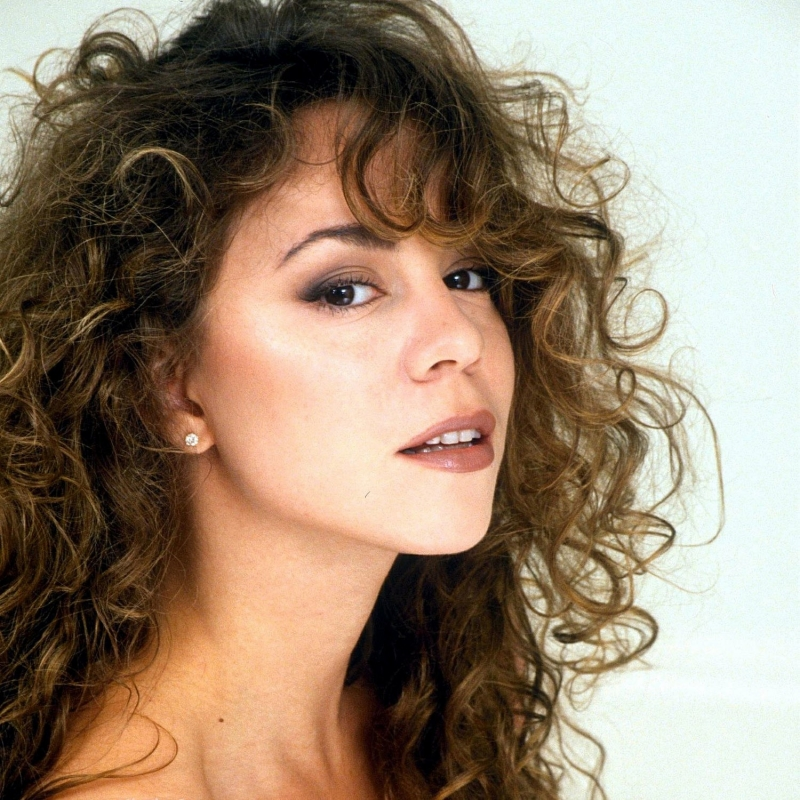 Mariah Carey yêu thích âm nhạc từ thuở bé và đến khi học trung học, bà đã có thể tự sáng tác nhạc