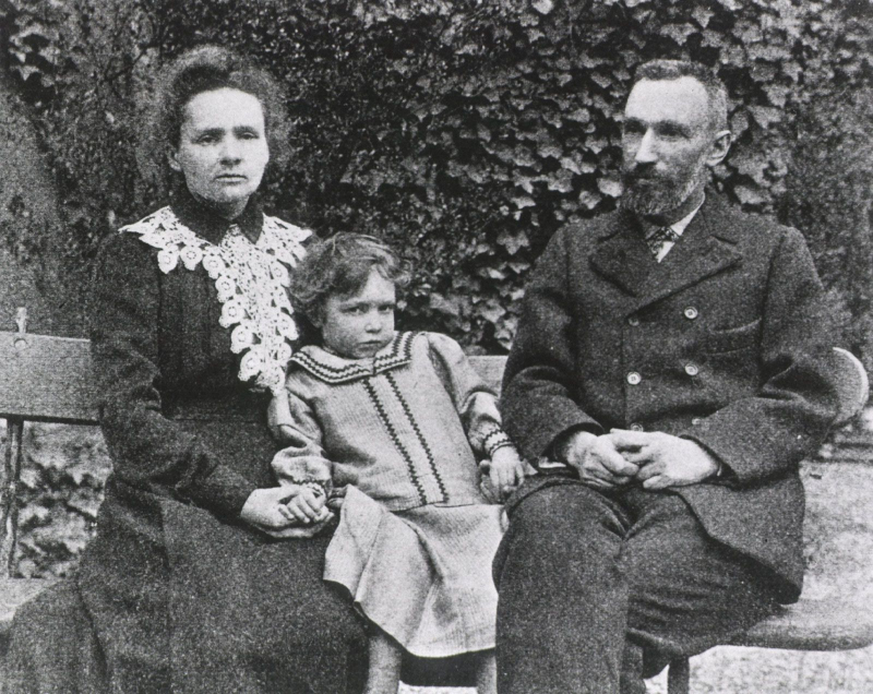 Gia đình  Marie Sklodowska - Pierre