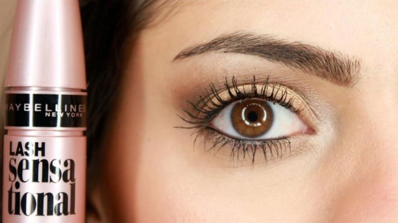 Mascara Maybelline Lash Sensational có tác dụng làm dài, dày mi cực kì hiệu quả.