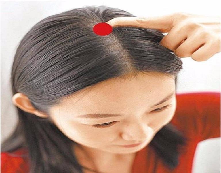 Massage da đầu trị rụng tóc