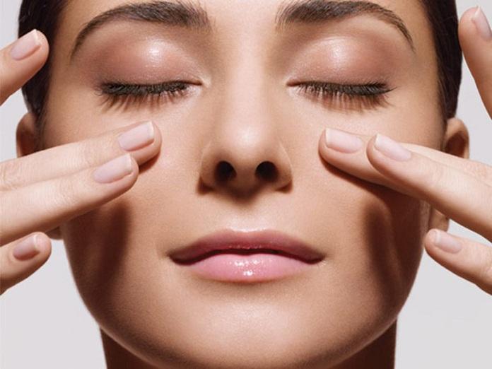 Massage vùng mặt ngăn chăn hình thành nếp nhăn