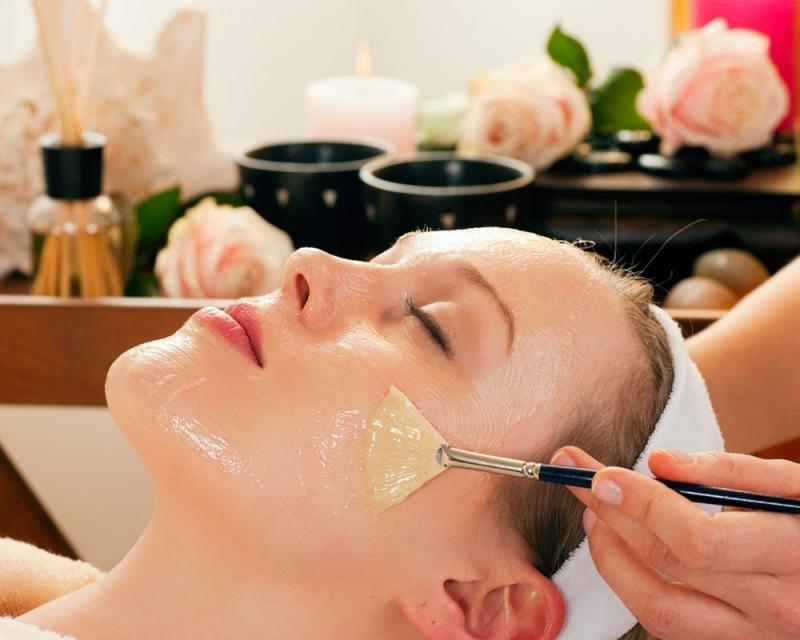 Massage mặt bằng dầu