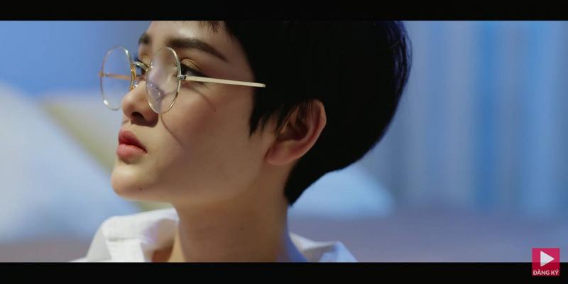 Chiếc kính mắt tròn thời trang