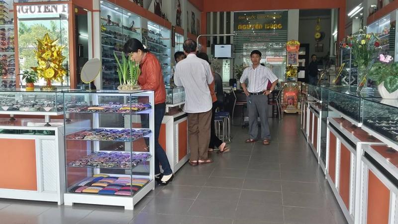 Cửa hàng Mắt Kính Nguyễn Hùng chuyên cung cấp sỉ và lẻ các loại mắt kính với mức giá phù hợp với tâm lý khách hàng và có tính cạnh tranh cao