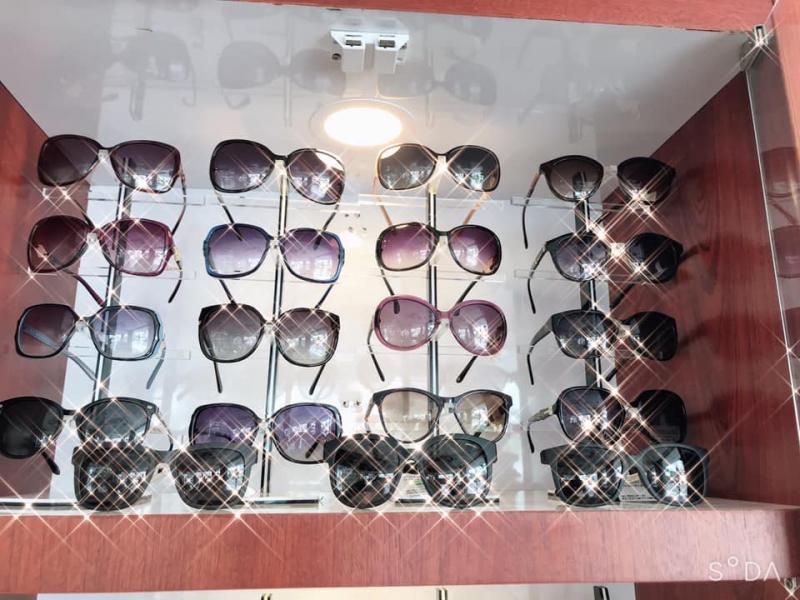 Mắt kính Xanh Pôn
