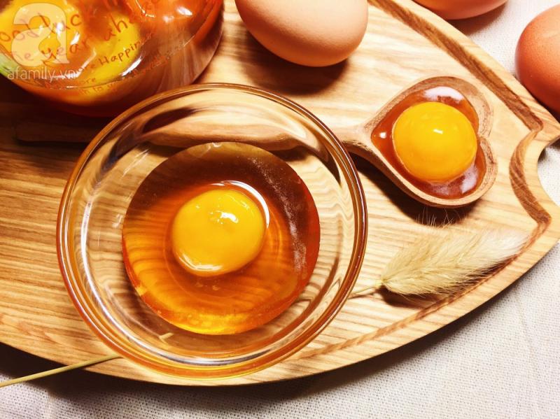 Mặt nạ lòng đỏ trứng gà và mật ong