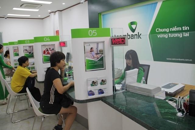 Một loạt các ngân hàng, có cả ông lớn như Vietcombank dính vào việc mất tiền gửi của khách hàng
