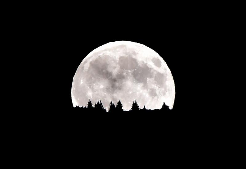Mặt Trăng mọc