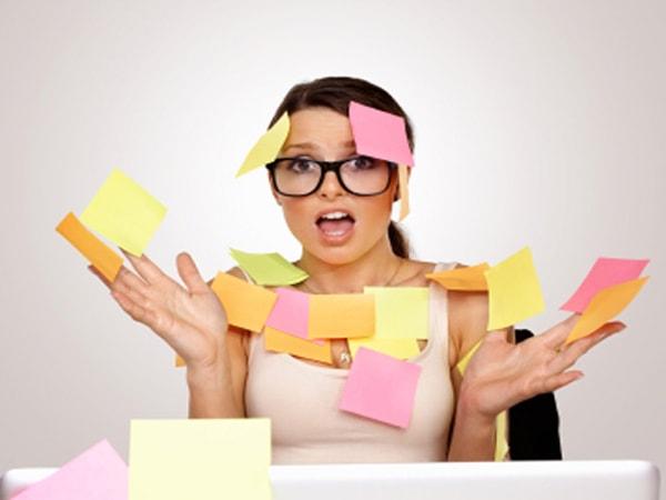 Mất trí nhớ ngắn hạn và kém tập trung là triệu chứng không thể tránh khỏi trong thời kỳ mãn kinh do sự thay đổi hoóc môn trong thời kỳ này.