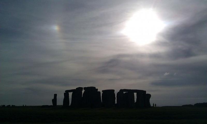 Mặt trời giả tại Stonehenge,nước Anh
