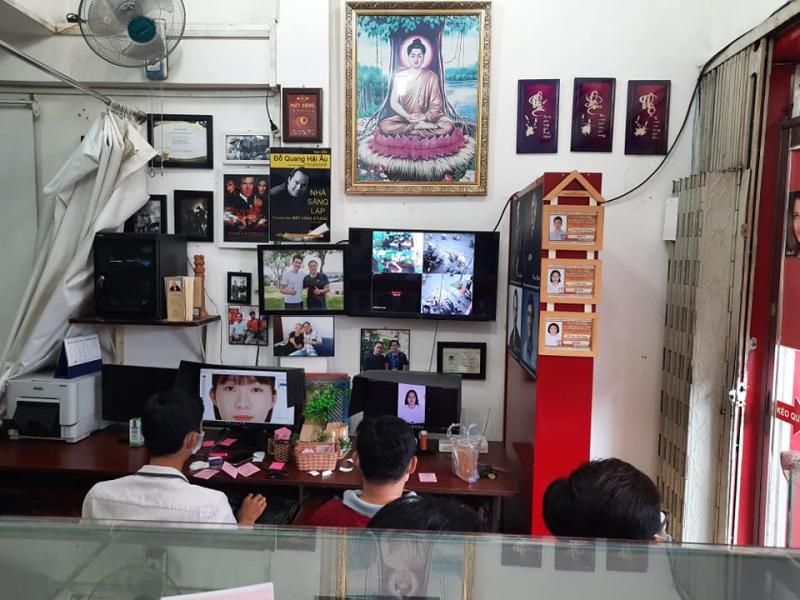 Mắt Vàng Studio