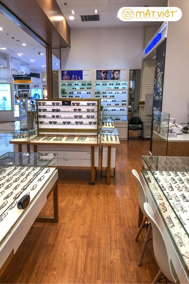 Mắt Việt tự hào là địa chỉ bán lẻ chuyên nghiệp hàng đầu tại thị trường, chuyên cung cấp mắt kính chính hãng của các tập đoàn lớn nhất thế giới