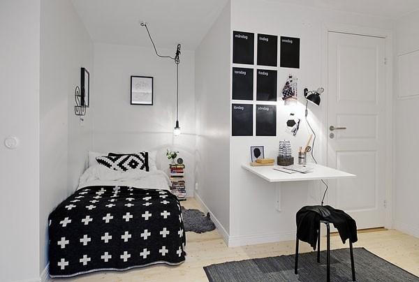 Căn phòng trông rộng hơn với tông màu sáng tối kết hợp hài hòa