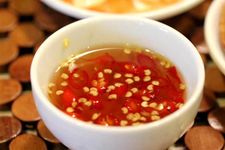 Nước mắm ớt là một món nước chấm gần như gia đình nào cũng sử dụng trong bữa ăn