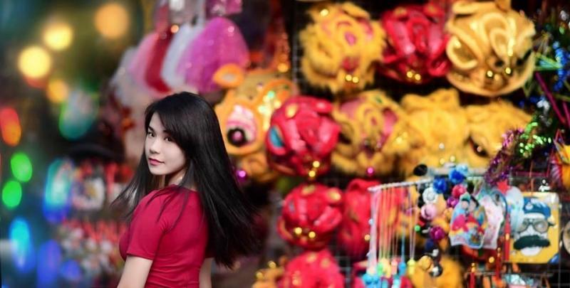 Nên chọn trang phục có màu sắc đỏ, vàng để tăng không khí vui tươi cho ngày Tết Trung thu.