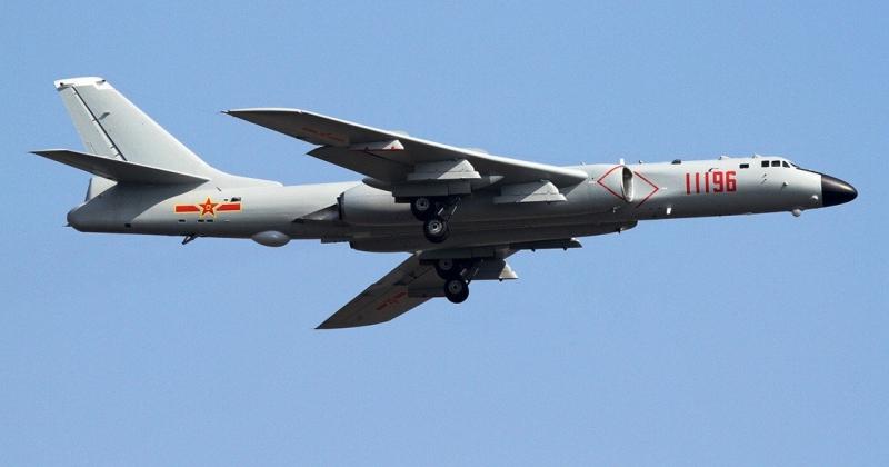 Máy bay ném bom chiến lược cỡ lớn H-6K của Trung Quốc.