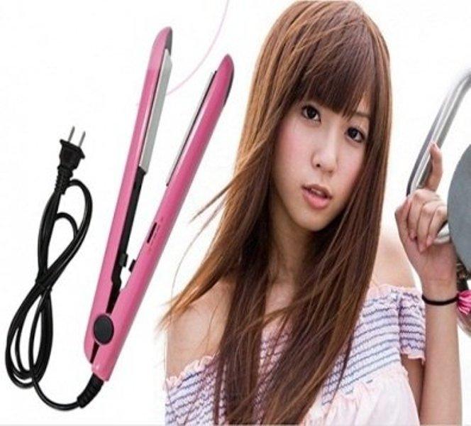Máy duỗi tóc Lagi N2138 với kích thước nhỏ gọn là trợ thủ đắc lực giúp các quý cô dễ dàng thay đổi kiểu tóc mỗi ngày.
