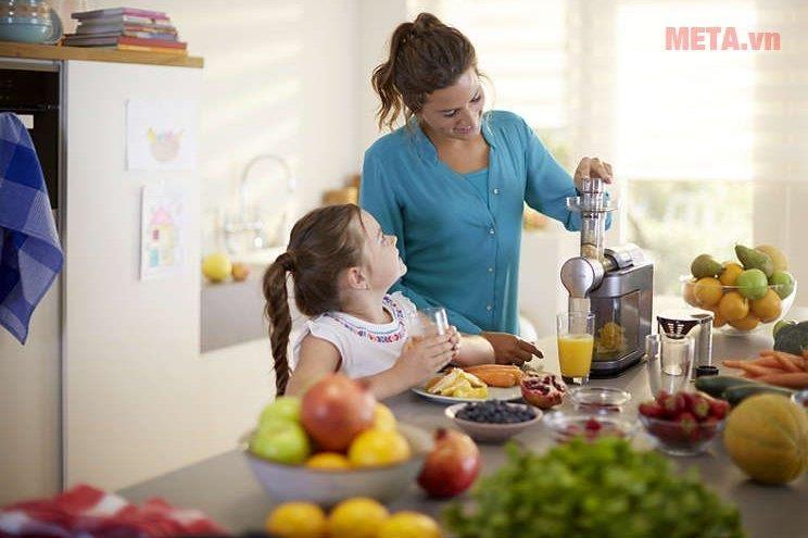 Máy ép trái cây Philips HR1897: cho bạn những li nước ép bổ dưỡng